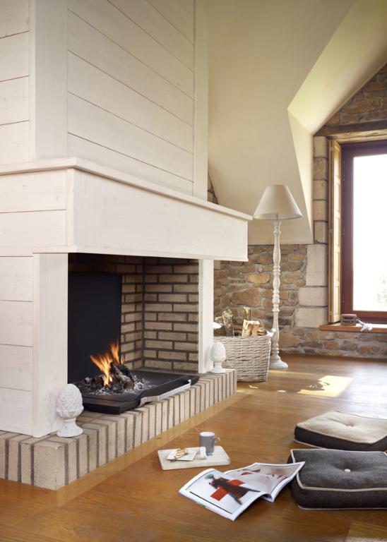 chemin e foyer ouvert foyer ferm ou po le bois que choisir. Black Bedroom Furniture Sets. Home Design Ideas